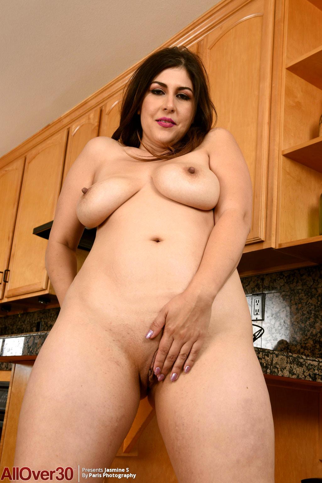 Gynastic beautiful women nude